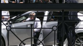 Középkategóriás Toyotával érkezett a beiktatására az új argentin elnök