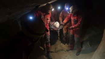 Fiatal nőt mentettek ki a Mátyás-hegyi-barlangból