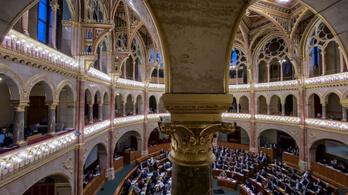 Hivatalosan ma ülésezik utoljára a parlament idén