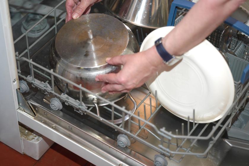 mosogatogep-koszos-ajto