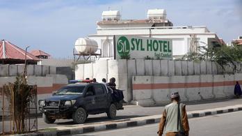 Tíz ember halt meg egy mogadishui hotel elleni terrortámadásban