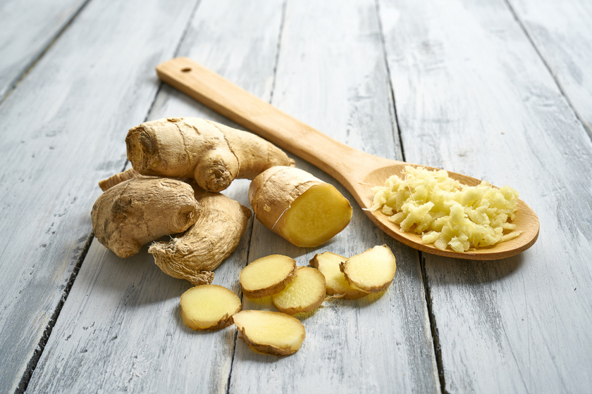 A gyömbér stimulálja a testet a benne található gingerolnak és shogaolnak köszönhetően. Egy tanulmány szerint 2 gramm gyömbérpor reggelente jelentősen csökkentette a résztvevők étvágyát.