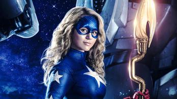 A ruhája olyan, mint Amerika kapitányé, viszont ő lány
