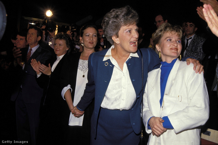 Hazel Hawke és lányai, Sue (tőle jobbra) és Rosslyn egy kampányrendezvényen 1987-ben Sydneyben.