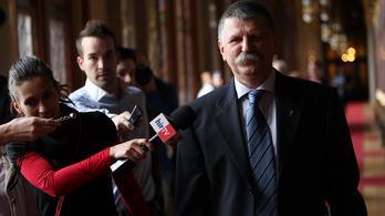 A bíróság szerint nem perelhető Kövér László az újságírók parlamenti korlátozásáért
