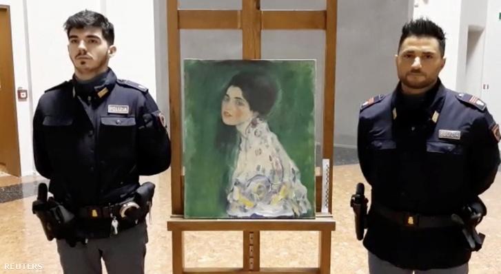 Gustav Klimt megtalált női portréja, amit 1997-ben raboltak el. Piazcenzában 2019. december 10-én