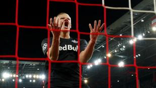 Így őrjöngött a Liverpool gólja után Szoboszlai csapattársa