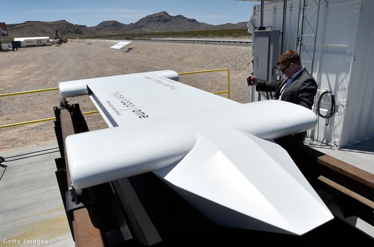Hyperloop, a gyorsvasút tesztjére szánt eszköz első tesztelés után a nevadai sivatagban 2016-ban, a tervek szerint 2020-ban indítanák el az első teljesen működő hyperloop rendszert