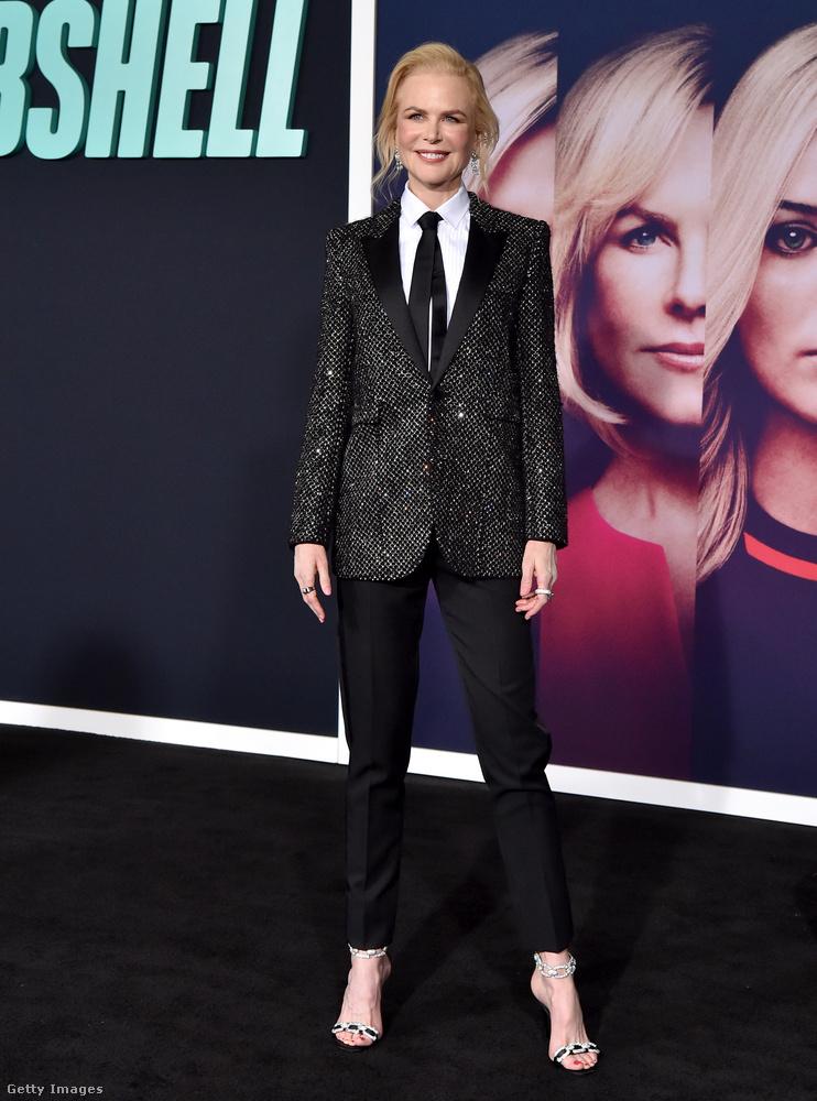 Nicole Kidman egy férfias szettet választott erre az estére, ebben a fekete-összeállításban nincs sok izgalom, de mondjuk ezen kívül más kifogást nem lehet felhozni vele szemben