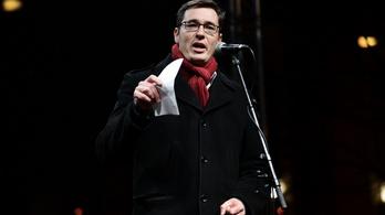 Karácsony: Meg kell menteni a színházainkat