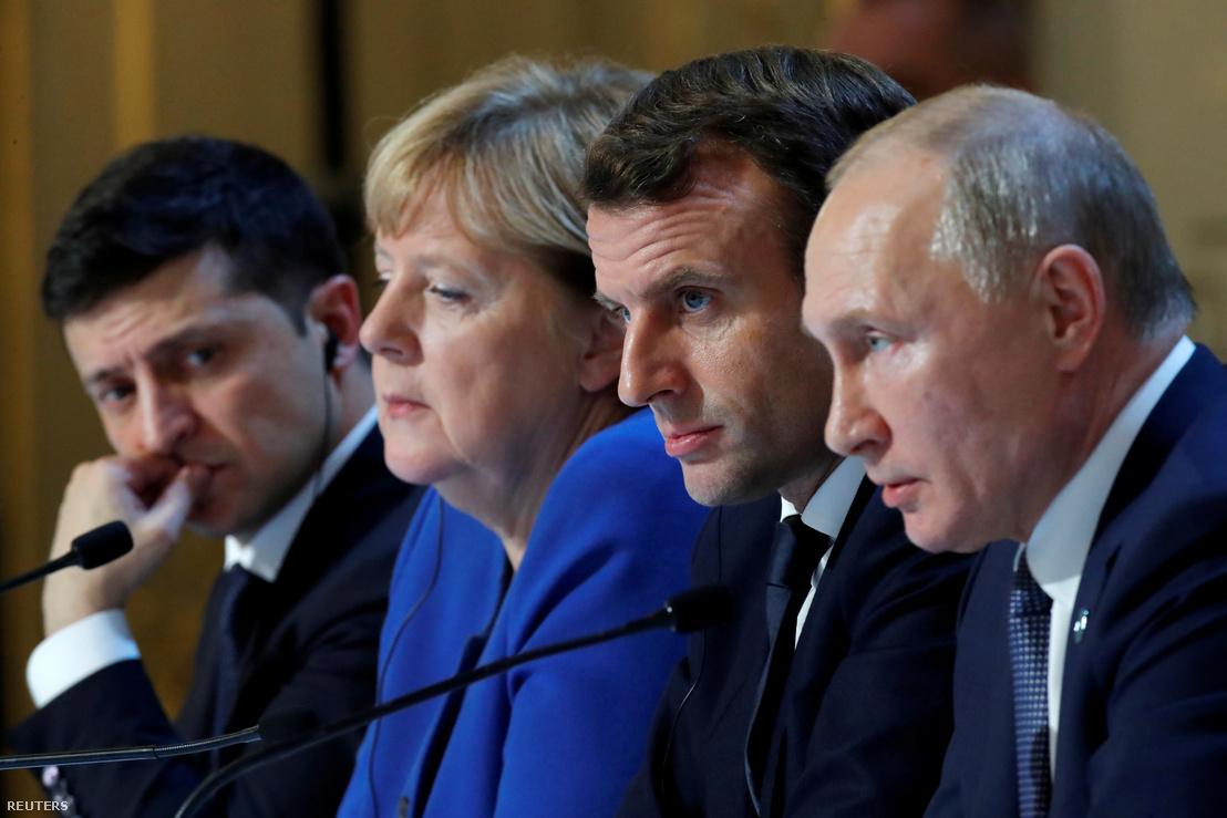 Balról-jobbra: Volodimir Zelenszkij, Angela Merkel, Emmanuel Macron és Vlagyimir Putyin a párizsi találkozón 2019. december 10-én