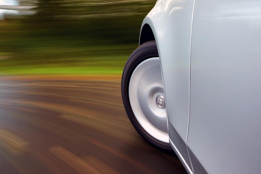 Meglepő, hogy kik okozzák a legtöbb balesetet: az életkor és az autó színe is számít