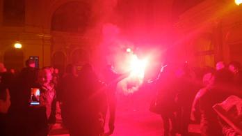 Petárdával és görögtűzzel indultak a Fradi-szurkolók Bulgáriába