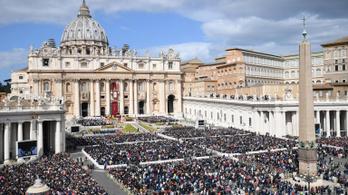 Az elesetteknek szánt adományok nagy részét magára költi a Vatikán
