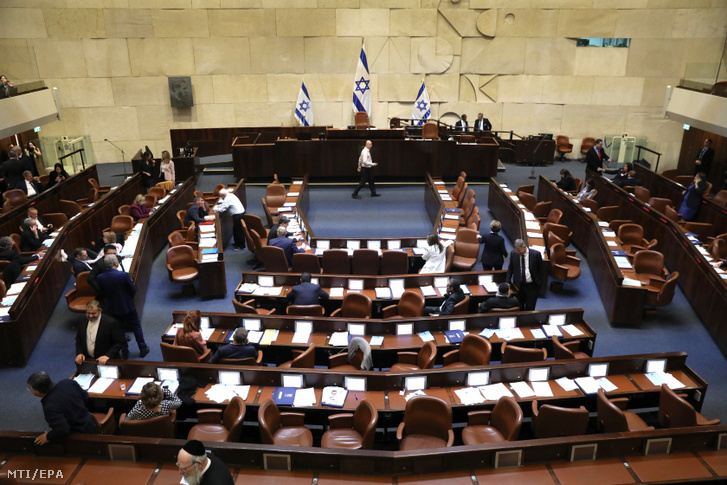 Izraeli képviselők szavaznak a parlament feloszlatásáról Jeruzsálemben 2019. december 11-én..