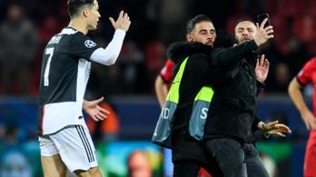 Ronaldo kiakadt a pályára berohanó rajongók miatt