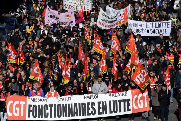 A francia CGT vasúti tüntetők Marseille-ben 2019. december 10-én