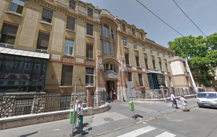 Semmelweis Orvostudományi Egyetem (SOTE) I. sz. Szemészeti Klinika épülete a Mária utcában