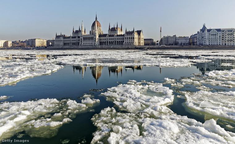 Az extrém időjárással sok figyelmet követelt az év elején: hanuárban befagyott a Duna