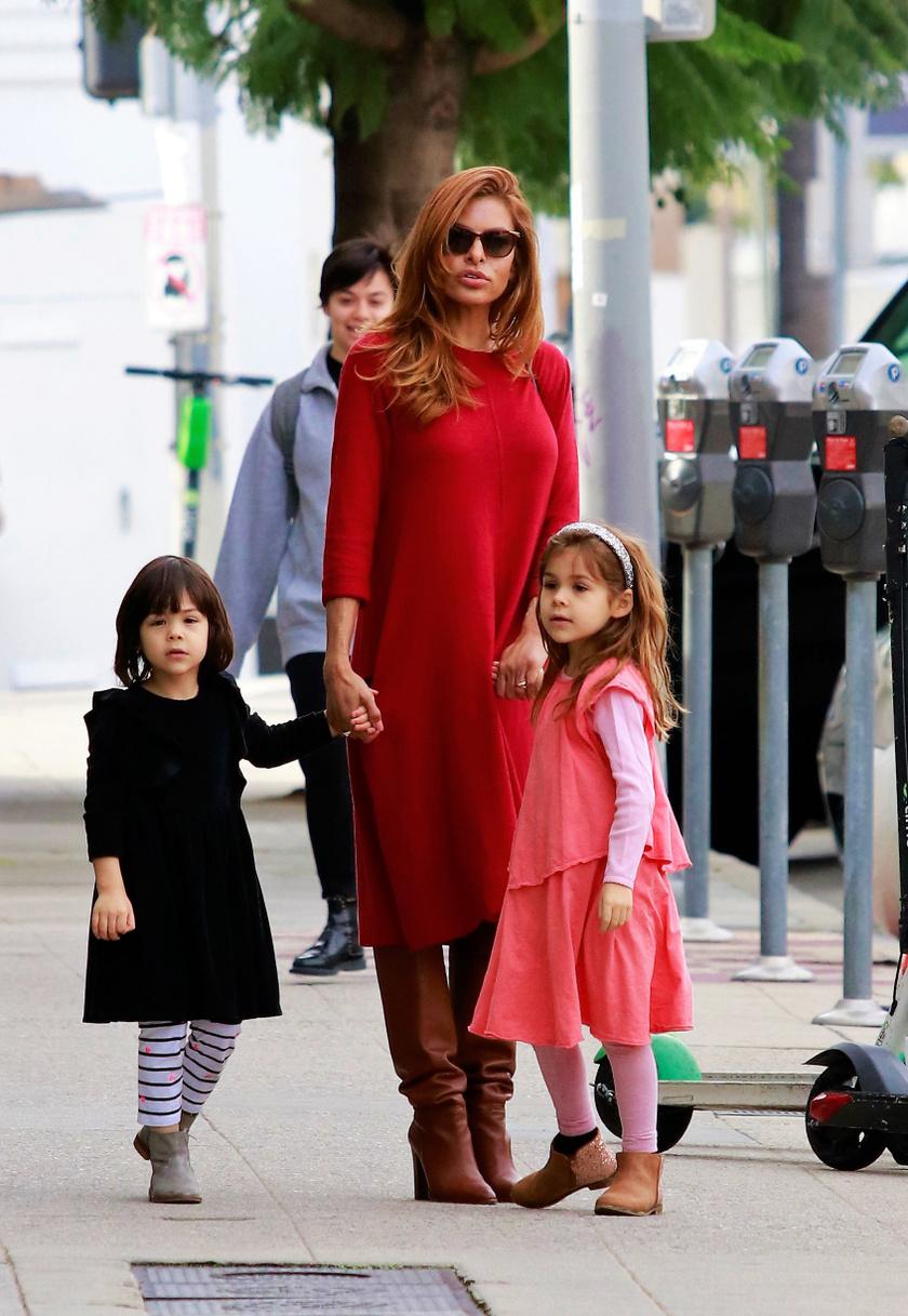 Eva Mendest Esmeraldával és Amadával így kapták le az utcán.