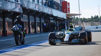 Gépet cserélt Rossi és Hamilton
