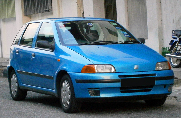 1200px-1993-1999 Fiat Punto SX %285-door hatchback%29 in Ipoh%2C