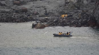 Hat áldozat holttestét már megtalálták a Fehér-szigeten, kettőt még keresnek