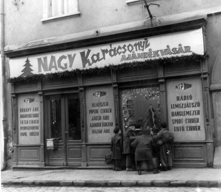 Az 50-es évek elején a karácsonyi árukínálat meg sem közelítette a mai lehetőségeket