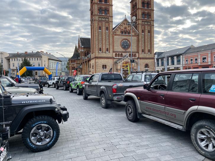 85 autós csapat indult a templom elől