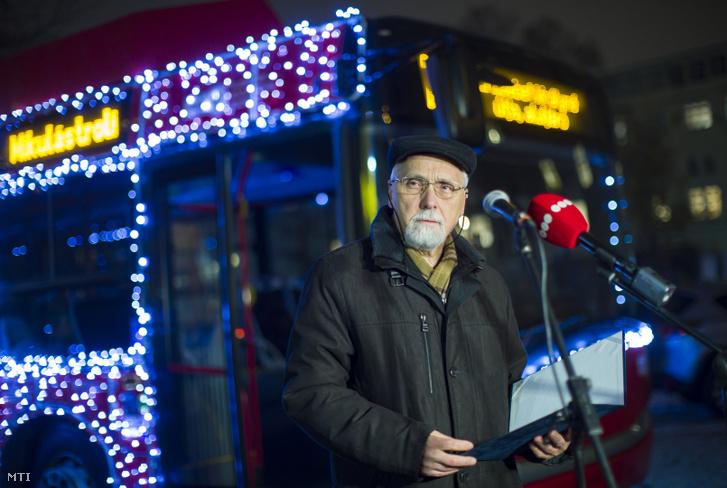 Nemesdy Ervin az adománygyûjtõ Mikulástroli elindításán a Városháza parkban 2019. december 5-én.