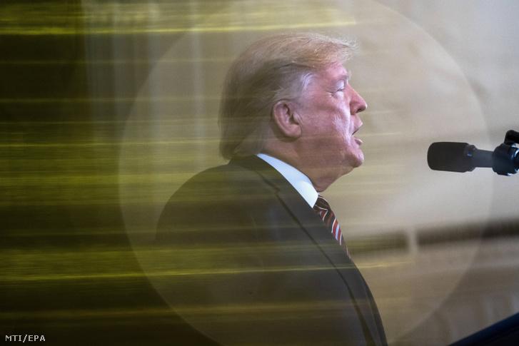 Donald Trump amerikai elnök díszbeszédet mond a közelgő hanuka zsidó ünnep alkalmából tartott fogadáson a washingtoni elnöki rezidencia, a Fehér Ház Keleti termében 2019. december 11-én.