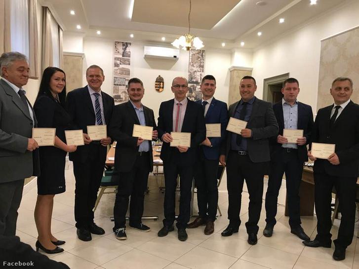 Képviselők a Keceli Közgyűlés alakuló ülése után 2019. október 25-én