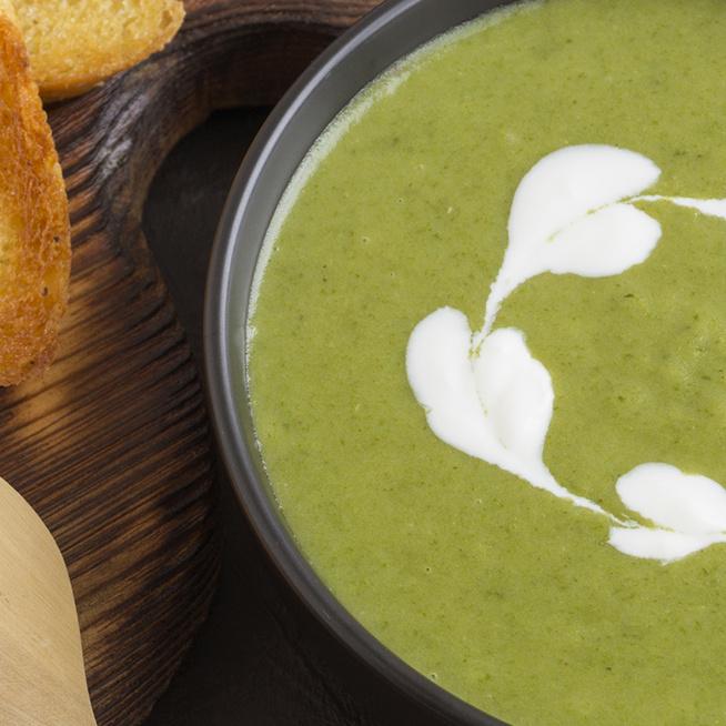15 perc alatt elkészül a színes, ízes sóskaleves – Télen különösen jólesik a zöld