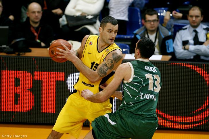 Milan Gurovics (b) a Prokom Trefl Sopot kosárlabdázójaként 2008-ban