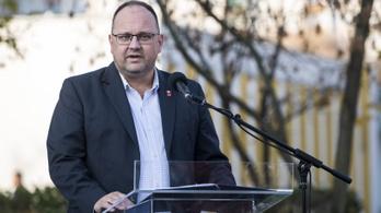 Százmillió forint értékben osztogatott ajándékcsomagokat Újpest volt fideszes polgármestere