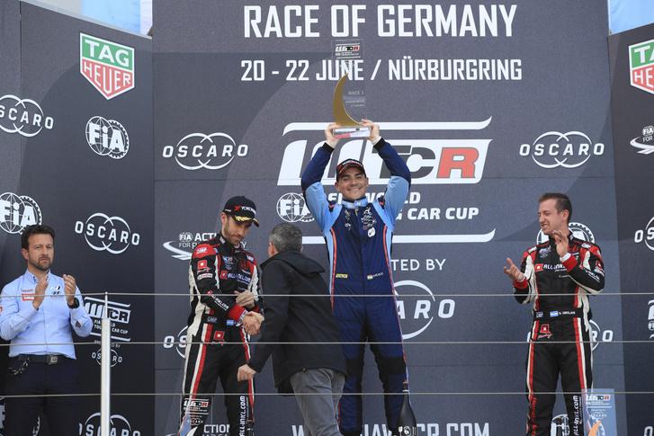 Michelisz a nürburgringi, szezonbeli első futamgyőzelme után