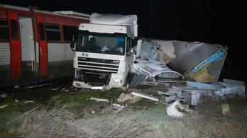 Vonat és kamion ütközött Kunszentmártonnál