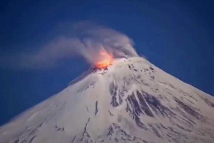A kis tüzes (gázos) Avacsanszkij vulkán