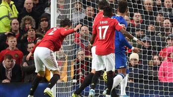 Bámulatos öngólt hasalt a Manchester United védője