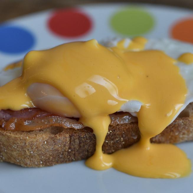 Eggs Benedict: amikor a tojás olyan elegáns, hogy kell mellé pezsgő is