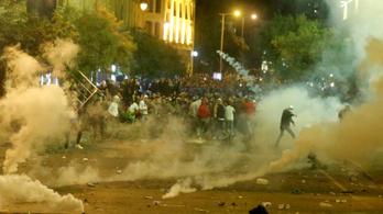Megint tüntetők csaptak össze rohamrendőrökkel Bejrútban