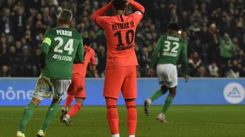 Neymar vicces nekifutás után rontott 11-est
