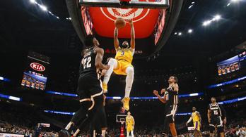 14-edszer nyert zsinórban idegenben a Lakers