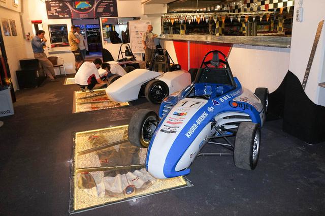 Előtérben a legelső autó. Ezzel a második legsikeresebb újonc csapat volt a BME-FRT