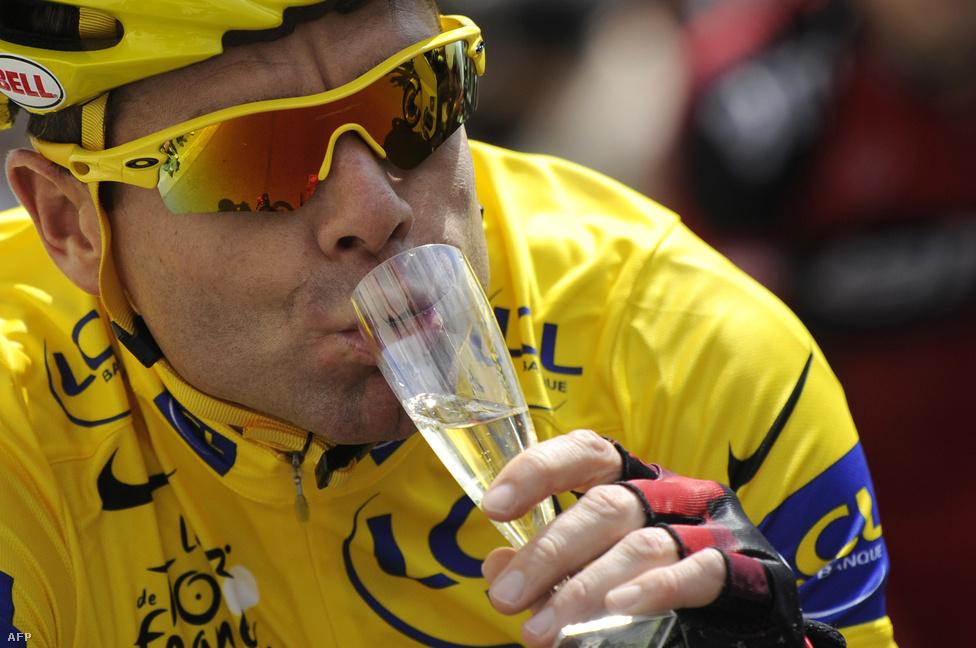 A 2011-es győztes Cadel Evans a zárószakasz előtt, az időfutamon szerezte meg a sárga trikót. A hagyományok szerint az utolsó szakasz már az ünneplésé és a pezsgőé, ilyenkor már senki nem akar összetettet nyerni.