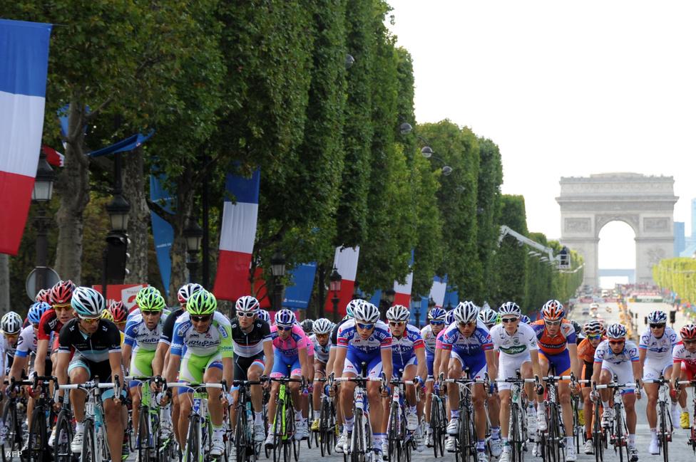 A Tour de France utolsó szakaszán a párizsi Champs-Élysées-n köröz a mezőny, nem mindig volt azonban a fővárosban a cél.