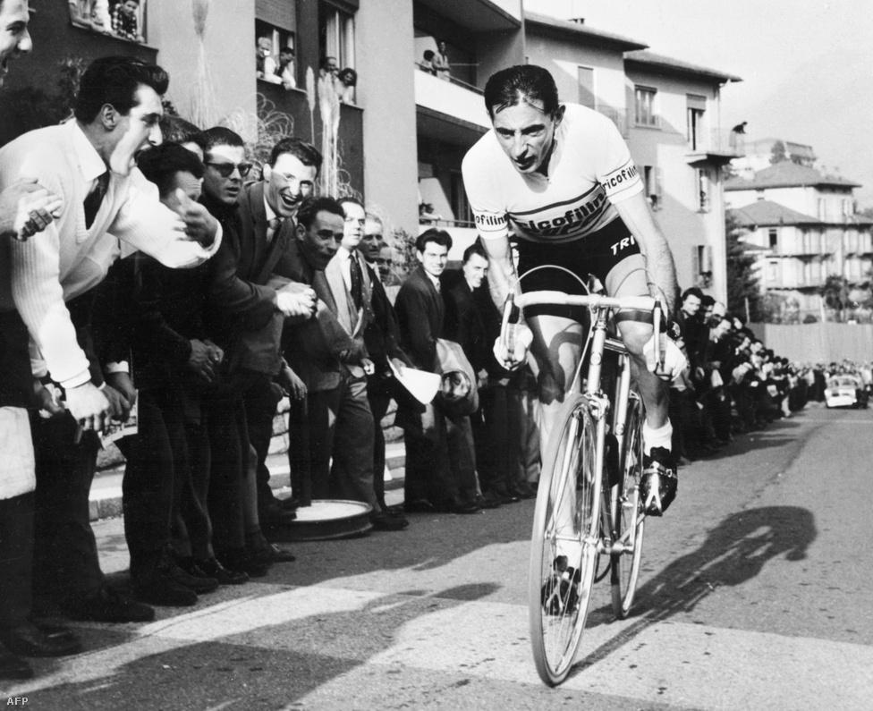 Fausto Coppi az olaszok legendája, ötször nyert Giro d' Italiát, 1949-ben és 1952-ben a Touron is győzött.