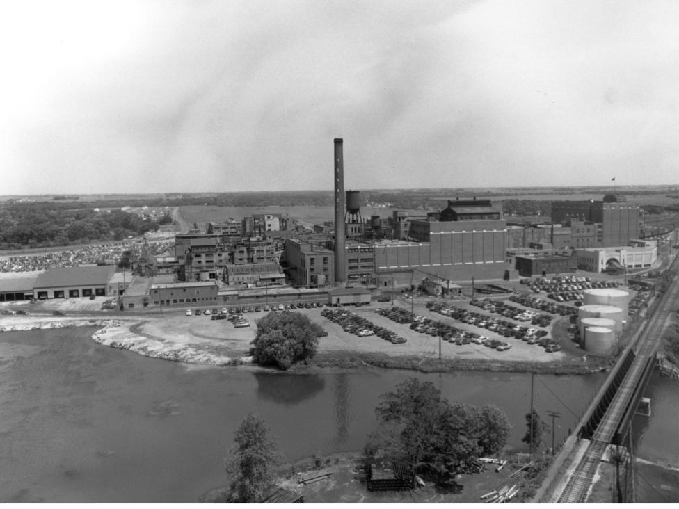 A Minnesota állambéli Hormel gyár látképe. A Hormel Foods Co. egy 1891-ben alapított kis családi vállalkozásból (George A. Hormel & Company) nőtte ki magát húsipari óriássá, ami szerepel az Forbes magazin ötszáz legnagyobb amerikai vállalatot összegző listáján is. 2011-ben a cég évi 7,22 milliárd dollár bevétellel és 395,6 millió dolláros profittal 325. volt a listán.