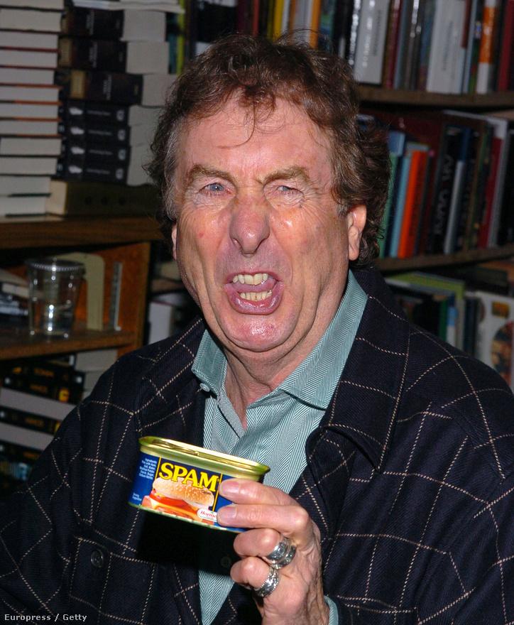 Eric Idle Monty Python-tag Spammel pózol 2005-ös könyvbemutatóján. Idle arcát látva itt érdemes megemlíteni, hogy a számítástechnikai fogalom, az elektronikus levélszemétre használt spam tulajdonképp a Monty Pythonnak köszönhetően terjedt el. A kilencvenes években ugyanis a Spam-jelenet undok és elkerülhetetlen eledeltöltelékét kezdték használni az angol humorra fogékony informatikusok az email postafiókokat elárasztó, kéretlen reklámüzenetek rövid és ötletes megnevezéseként. Ennek a fordulatnak a Hormel Foods már egyáltalán nem örült, noha tenni ellene semmit nem tudtak.