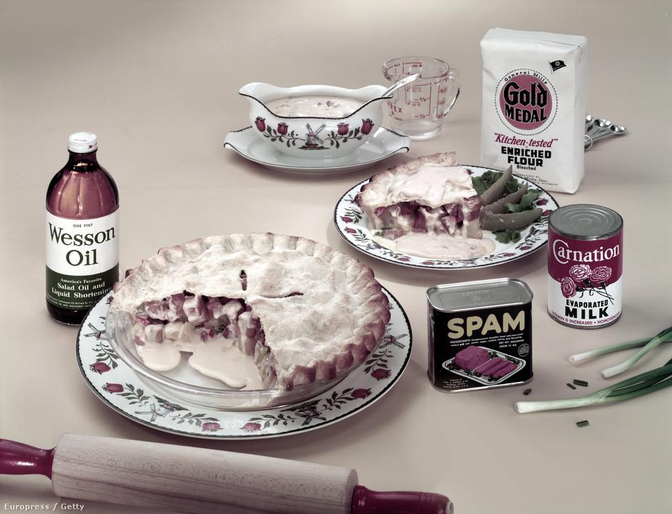 Ilyen volt egy konzervekből nagy műgonddal elkészített vacsora a hatvanas években.